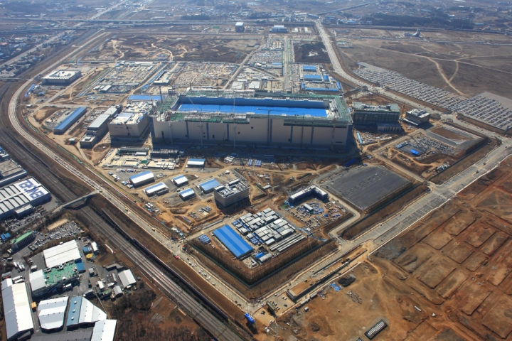 Samsung's Pyeongtaek campus in South Korea houses the world's largest fab and plans to add a second memories line in 2020 (Samsung)